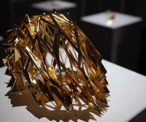 Пытаясь сделать селфи, женщина разрушила экспонаты на$200 тысяч