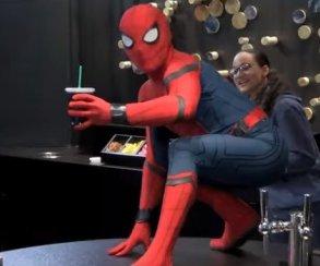 Образцовый пранк сPЧеловеком-пауком вPStarbucks иPнастоящим Стэном Ли