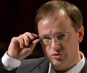 Секрет Мединского: если так схватить очки, министр кажется круче!