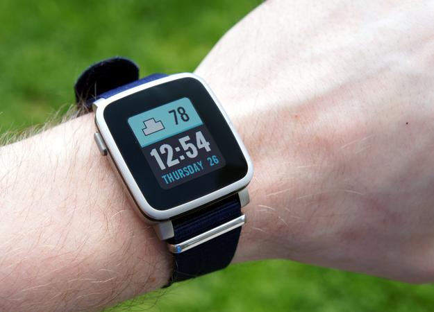 Fitbit купит создателя первых смарт-часов Pebble - Изображение 1