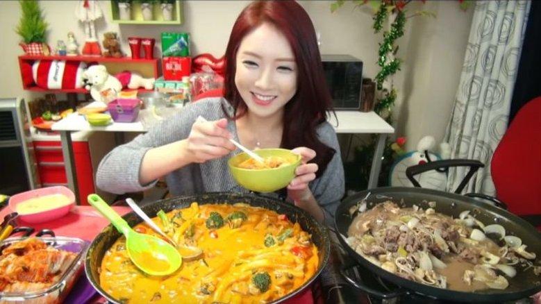 Мир сошел с ума: корейцы получают до $10000 за то, что едят на камеру - Изображение 1