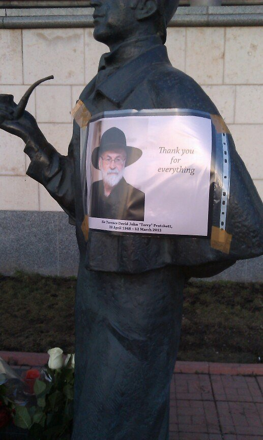 Как Москва прощалась с сэром Терри Пратчеттом - Изображение 5