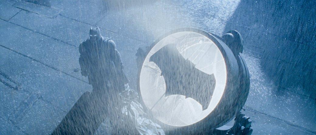 Костюмы, гаджеты и фигурки Бэтмена на Comic-Con 2015 - Изображение 29