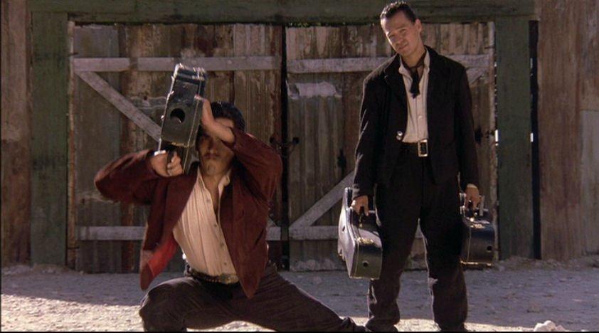 Родригес убивает: Странные оружейные фантазии режиссера «Мачете» - Изображение 2