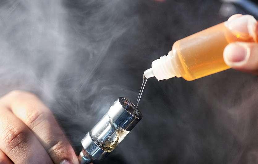 Ученые выяснили, что вейпинг может приводить людей кобычному курению - Изображение 1