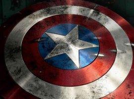 Новый постер «Мстителей: Финал» посвятили оружию супергероев
