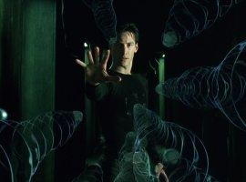 Киану Ривза в сцене боя Нео с Морфеусом из первой «Матрицы» заменили на Брюса Ли. Выглядит странно!
