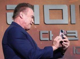 Арнольд Шварценеггер показал чехол для iPhone 11 Pro: внем обыгрывается сцена из«Коммандос»