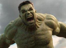 Marvel поддержала всех шокированных «Войной Бесконечности» обнимашками отХалка