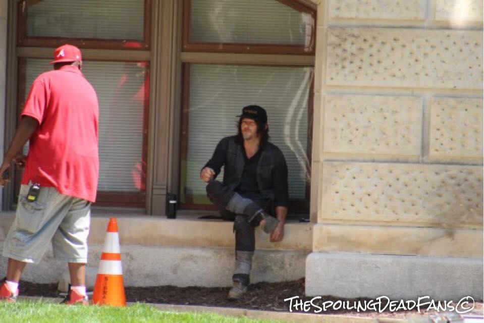 Что Рик иего люди забыли вВашингтоне? Новые фото сосъемок 9 сезона «Ходячих мертвецов». - Изображение 3