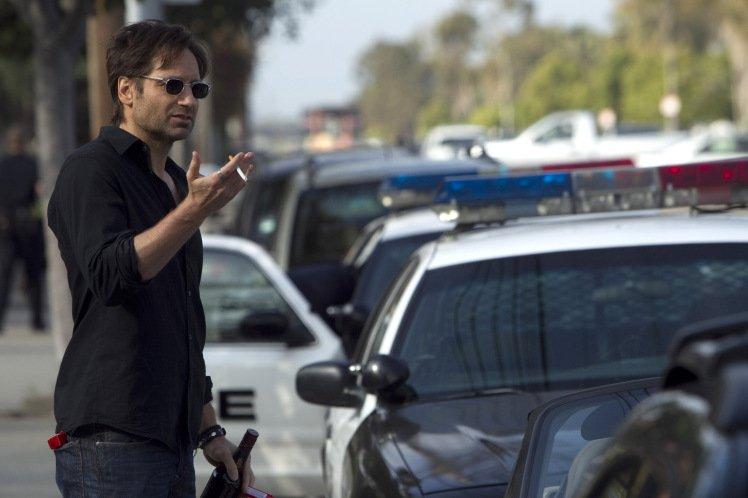 «Канобу» продолжает серию материалов, посвященных величайшим сериалам мира, самым интересным телевизионным провалам ималоизвестным культовымшоу. Упомянутые сериалы иэпизоды можно легально посмотреть вРоссии в«Амедиатеке». Вэтот раз речь пойдет ознаменитом комедийно-драматическом сериале оттелеканала Showtime— Californication, известном унас как «Блудливая Калифорния».