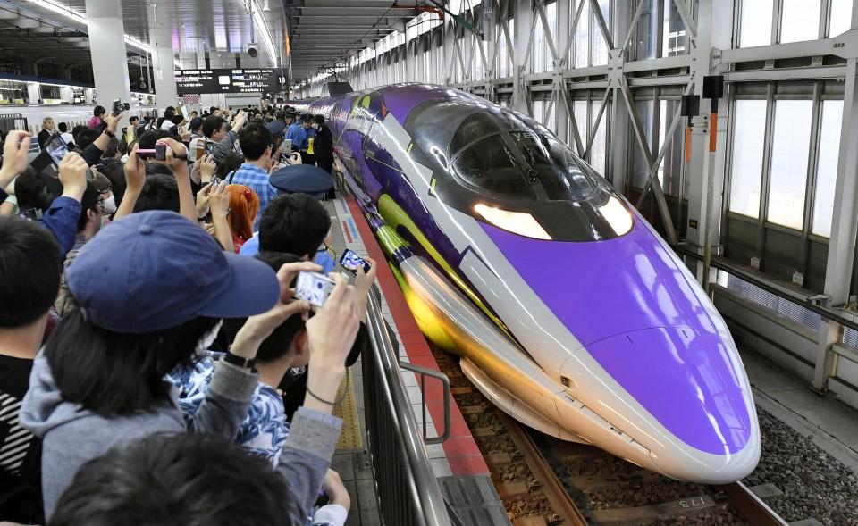 Япония обзавелась новым поездом в стиле аниме «Евангелион» | Канобу - Изображение 0