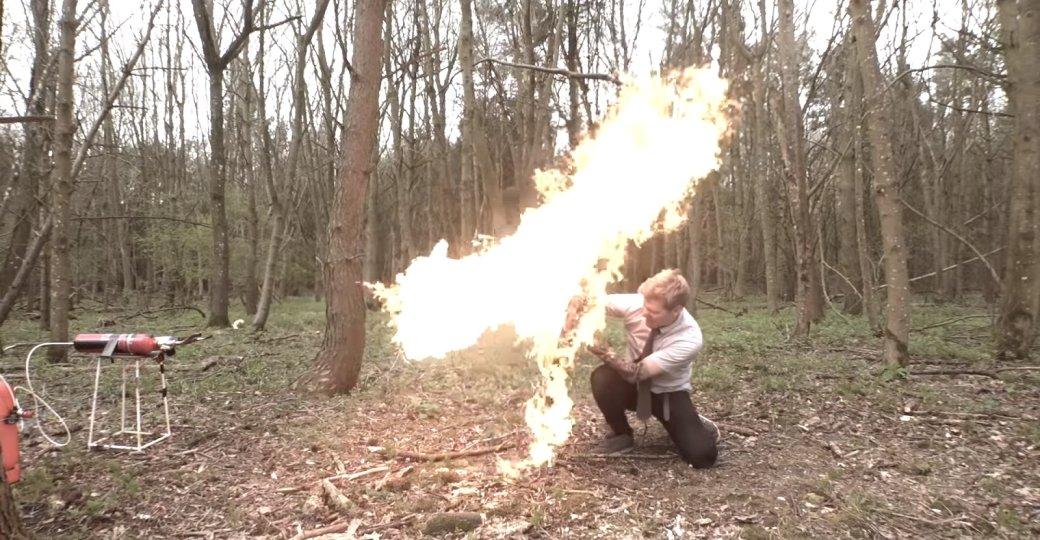 Ютубер сделал щит изSekiro. Ачтобы его проверить, запустил всебя петардами иструей огня | Канобу - Изображение 6669