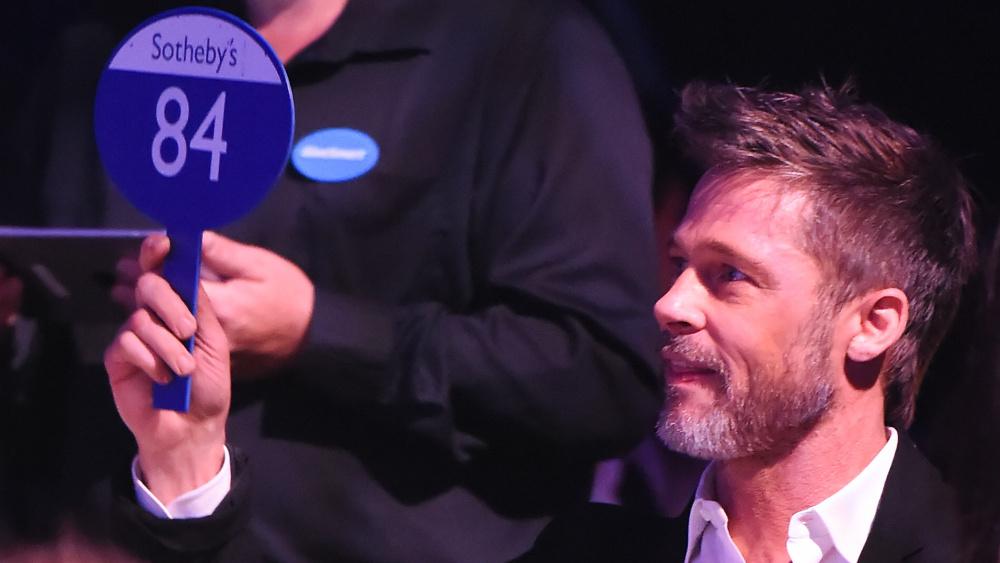 Брэд Питт поставил $120 тысяч за просмотр эпизода «Игры престолов» с Эмилией Кларк – и проиграл. - Изображение 2