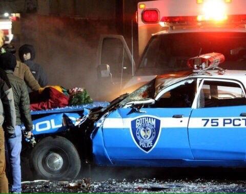 Полицейские сбили Хоакина Феникса на свежих кадрах со съемок «Джокера»   Канобу - Изображение 8571