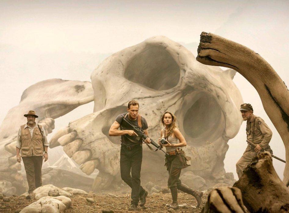 Рецензия на «Конг: Остров черепа» с Томом Хиддлстоном | Канобу