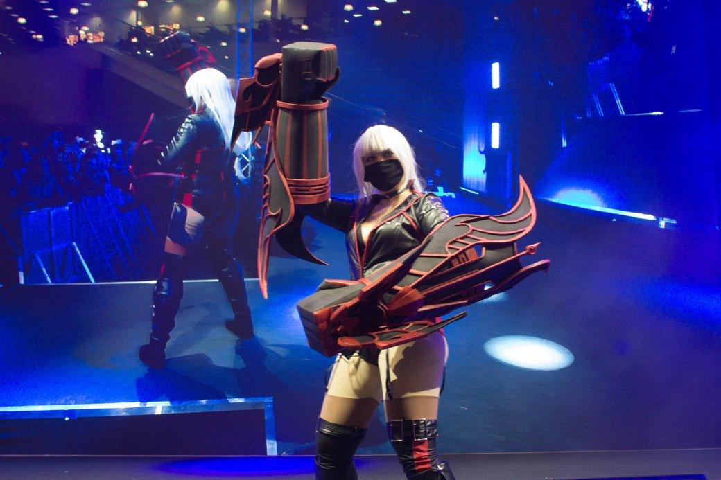 Dark Souls, «Ведьмак» и герои Marvel. Косплей наComic Con Russia и«Игромире» 2019 | Канобу - Изображение 11135