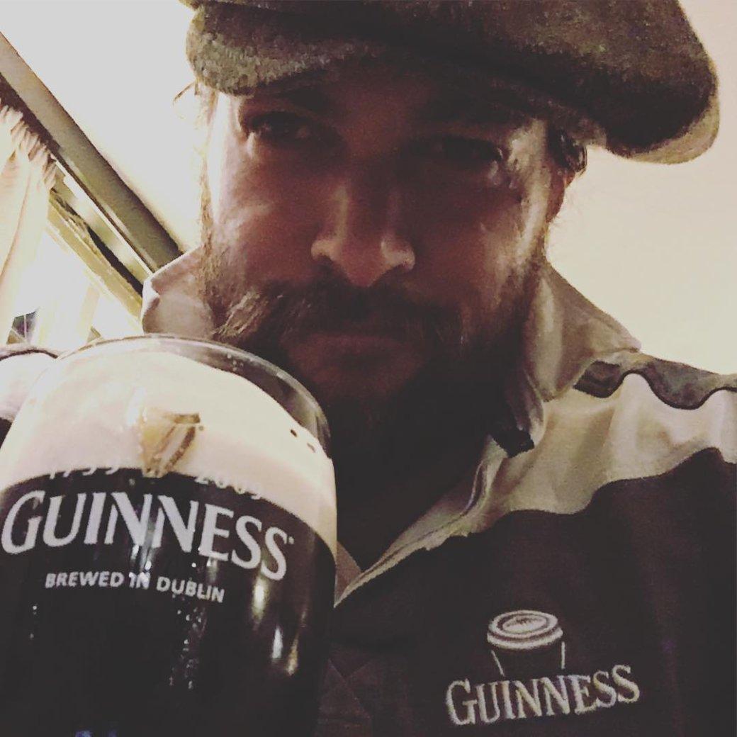 Аквамен купается в пиве: Джейсон Момоа получил свой сорт Guinness | Канобу - Изображение 7540